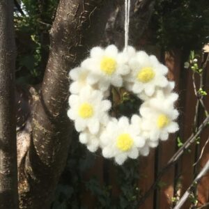 felt daisy wreath
